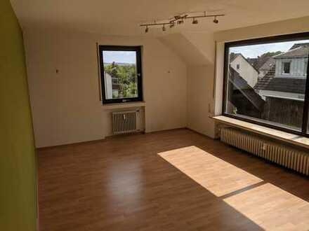 Helle Dachgeschosswohnung in ruhiger Lage