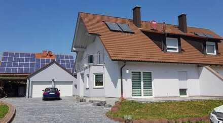 Schicke Doppelhaushälfte + angrenzendes Baugrundstück für DHH