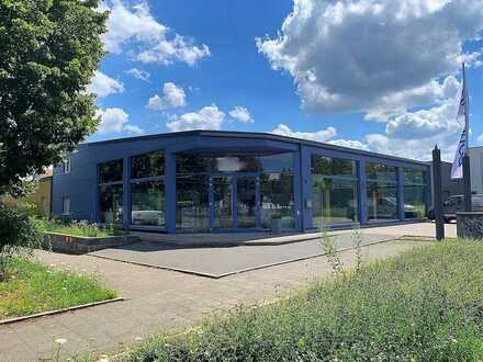 *PROVISIONSFREI* Modernes Ausstellungsgebäude mit Büro und Lagerhalle