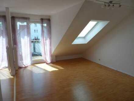 Lichtdurchflutete, gepflegte 2,5-Zimmer-Maisonette-Wohnung mit Balkon und EBK in Ingersheim