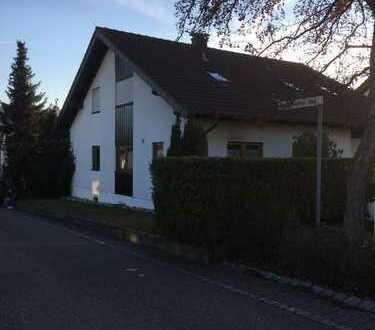 Sanierte 2,5-Zimmer-Dachgeschosswohnung mit EBK in Leonberg