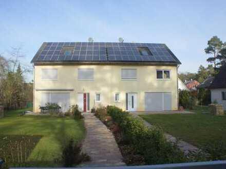 Möblierte, großzügige Doppelhaushälfte mit EBK, 3 Bädern, Südterrasse und Garten in ER-Dechsendorf