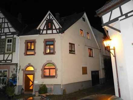 Gepflegtes 6-Zimmer-Einfamilienhaus mit EBK in Heppenheim (Bergstraße), Heppenheim