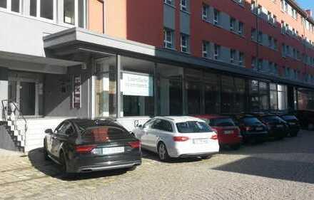 Restaurant / Ladengeschäft / Büro . Fläche vielseitig nutzbar.