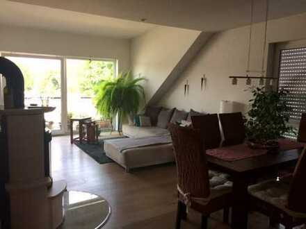 Helle 3 Zimmer Dachgeschosswohnung in Nieder-Erlenbach