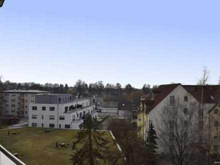 Herrlicher Ausblick und zentrale Lage: Wohnung mit viel Gestaltungsmöglichkeiten und großem Balkon!