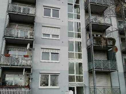 Schöne 3 Zimmerwohnung mit Balkon und Aufzug mit Blick ins Grüne