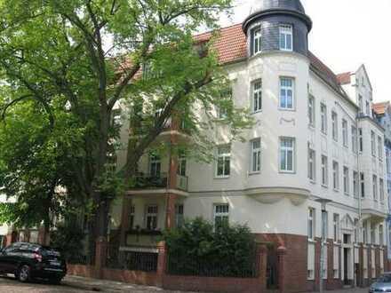 Große 4-Zimmer-Wohnung mit Laminat, Eckbadewanne+Dusche und Balkon in der südlichen Innenstadt