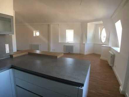 Schöne 2-ZKB Dachgeschoss Wohnung (Baudenkmal mit städtebaulicher Bedeutung)