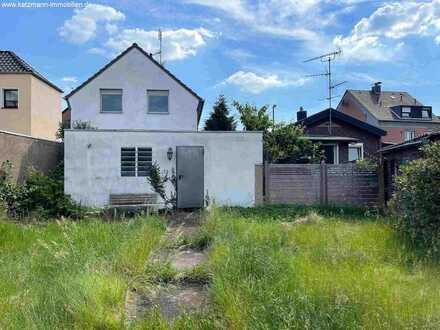 Baugrundstück mit zwei Häusern in beliebter Lage zu verkaufen (Bebaubar mit z.B. einem Mehrfamilienh