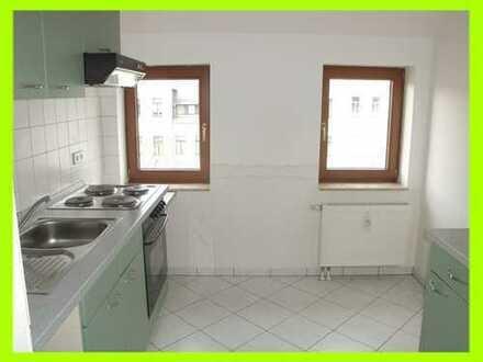 **Kleine gemütliche DG-Wohnung mit Fensterbad und EBK (ohne Kühlschrank)**