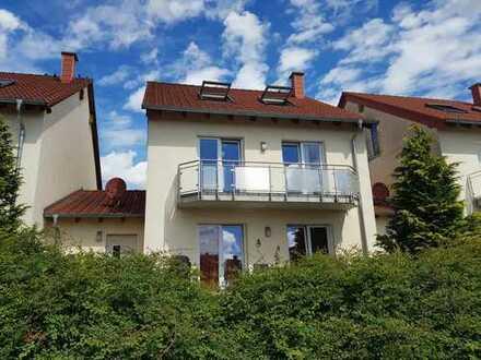 Freundliches 4-Zimmer-Reihenhaus mit EBK in Hütschenhausen, Hütschenhausen