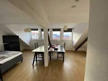 Attraktive 1-Zimmer-Dachgeschosswohnung mit EBK in Hannover