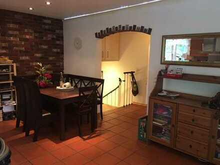 Sehr Stilvolle, neuwertige 4-Zimmer-Maisonette-Wohnung mit 165M² Gartenfläche in Fürstenfeldbruck