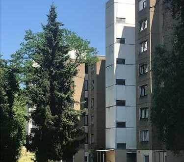 Schöne 4-Zimmerwohnung mit Balkon!! Bezahlbarer Wohnraum in Frankfurt
