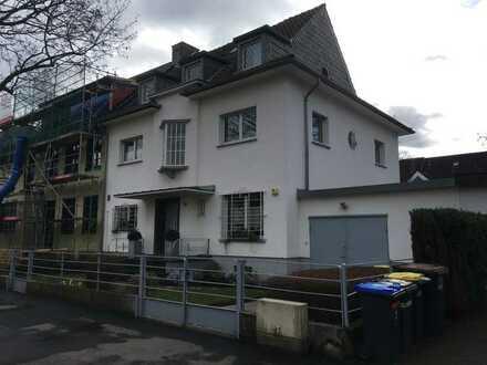 Attraktive und gepflegte 8-Zimmer-Doppelhaushälfte zur Miete in Lindenthal