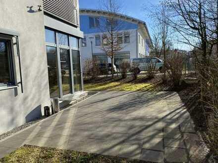 Attraktives Büro / Terrasse / Parkplätze / Erdgeschoss