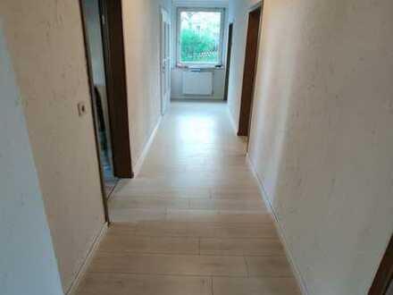 Günstige, vollständig renovierte 3-Zimmer-Erdgeschosswohnung zur Miete in Naila