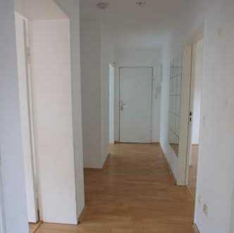 Geräumige 3 Zimmer mit Balkon in grüner Lage!