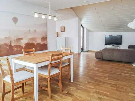 Offen und hell, möblierte 3 Zimmer Wohnung über den Dächern von Waldenbuch