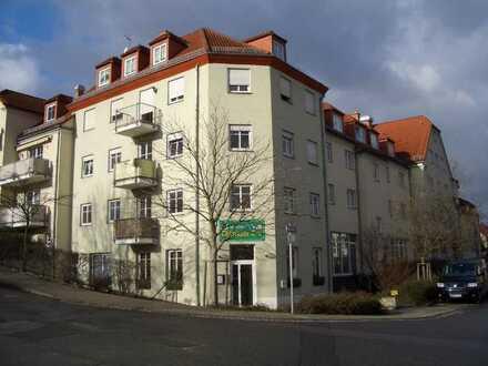 Gepflegte Wohnung mit 2 Zimmern und Einbauküche in Dresden
