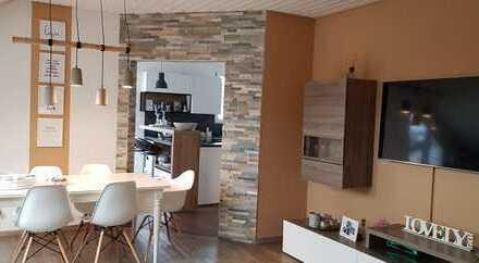 Neuwertige 4-Raum-DG-Wohnung mit Balkon und Einbauküche in Griessen