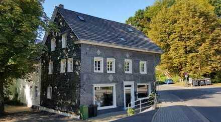 Erstbezug nach Sanierung: ansprechende 5-Zimmer-Wohnung mit Einbauküche in Rösrath-Hoffnungsthal