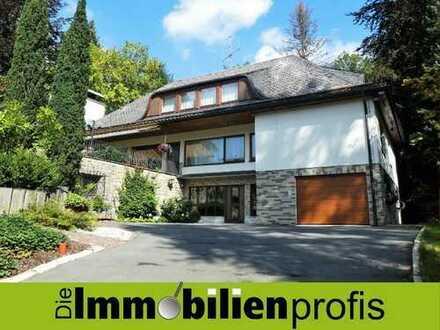 20 km von Bayreuth: Exkl. Landhausvilla mit Hallenschwimmbad in bester Lage von Gefrees