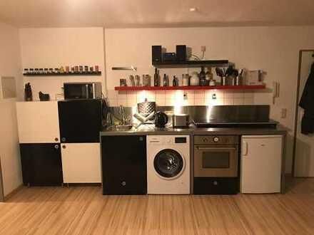Modernisierte 2-Zimmer-DG-Wohnung mit Balkon und Einbauküche in Siegen