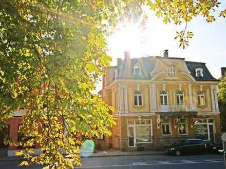 Stil, historisches Flair & vielfältige Nutzung! Sanierte Stadtvilla mit Garten in Cham