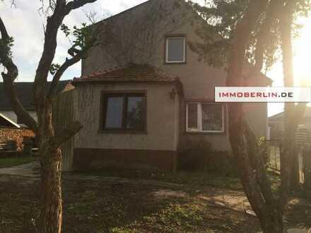 IMMOBERLIN. DE - Direkt im Ortskern! Nettes Haus mit Potenzial