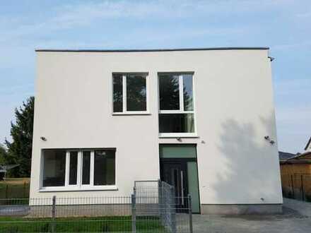 Hochwertiges Einfamilienhaus, Erstbezug, im Grünen, nahe Flughafen BER!