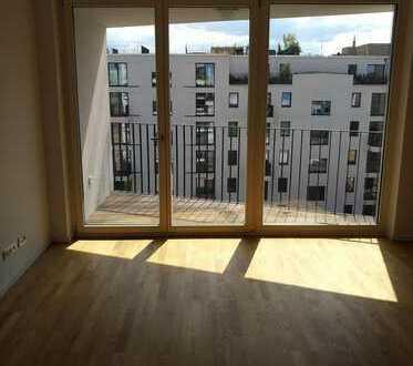 Vermiete für 3 Jahre neuwertige 3-Zimmer-Wg. mit Balkon und Einbauküche in Berlin-Mitte