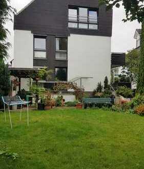 Nettes Einfamilienhaus mit Garten und Balkon mitten in Bad Vilbel