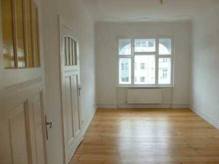Bild_Liebevoll und aufwendig sanierte Altbauwohnung in Citylage mit Balkon
