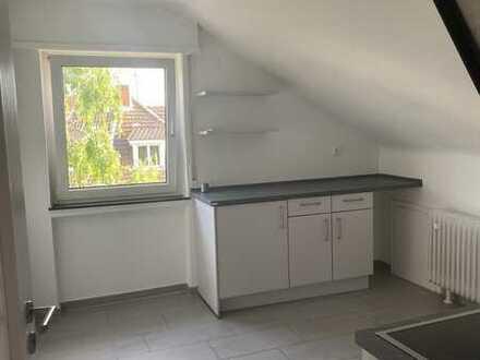 Charmante, modernisierte 1-Zimmer-Küche-Bad-DG-Wohnung mit Einbauküche in Heidelberg