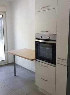 Renovierte 3-Zi-Wohnung mit Balkon, EBK in Tut