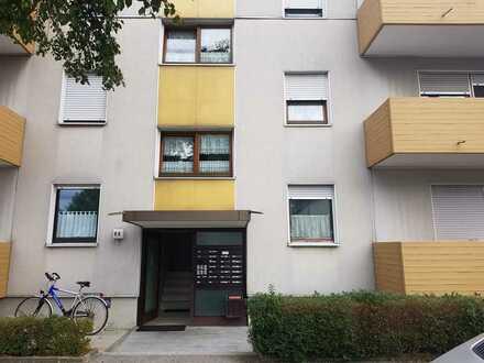 Stilvolle, geräumige und gepflegte 1-Zimmer-Wohnung mit Balkon und EBK in Augsburg