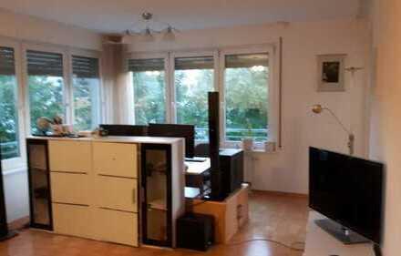 Stilvolle, gepflegte 2-Zimmer-Wohnung mit Balkon und EBK in Karlsruhe -Nordstadt