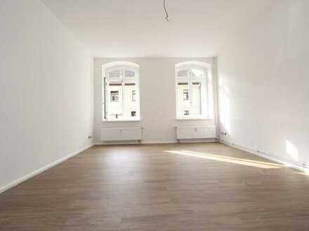 Altlandsberg Stadtkern, sanierter AB, Hell, frisch renoviert, große Küche mit voller EBK