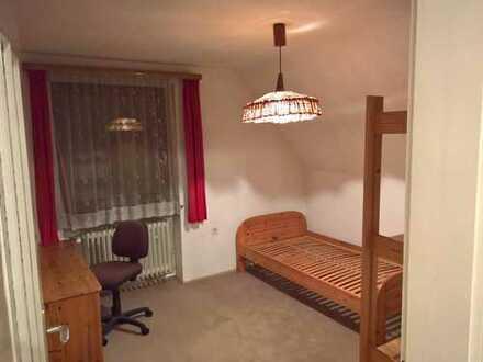 WG-Zimmer in einer 3-Zimmer Dachgeschosswohnung mit Garten in München-Sendling