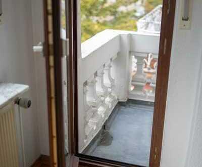 Schöne 2,5-Zimmer im Altbau mit Erker und EBK