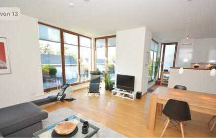 Exklusive, neuwertige 3-Zimmer-Penthouse-Wohnung mit Terrasse und Einbauküche in Hamburg