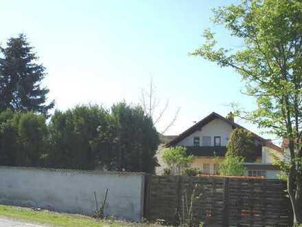 Sehr schöne und gepflegte Wohnung mit Balkon im 2-Familienhaus! Garten und Garage inklusive!