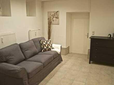 Günstige, vollständig renovierte 2-Zimmer-EG-Wohnung mit Balkon und EBK in Suhl