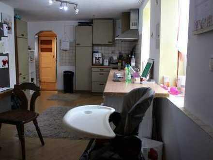 Schöne, vollständig renovierte 4-Zimmer-Hochparterre-Wohnung in Klingenberg am Main