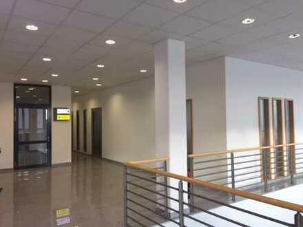 *by imnobilia! Erstklassige Bürofläche mit repäsentativem Entree/Empfang, Stellplätze etc.