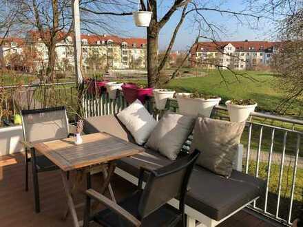 Stilvolle, modernisierte 3-Zimmer-Wohnung mit großem Balkon und EBK in Regensburg von privat