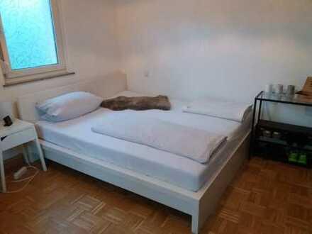 Helles 19qm Zimmer in netter und entspannter 3er WG, 480€ Warmmiete, gute Anbindung an ÖPNV, in S- M