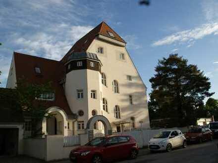 Außergewöhnliche 3 Zimmer Wohnung in denkmalgeschützter Jugenstilvilla in München, Pasing